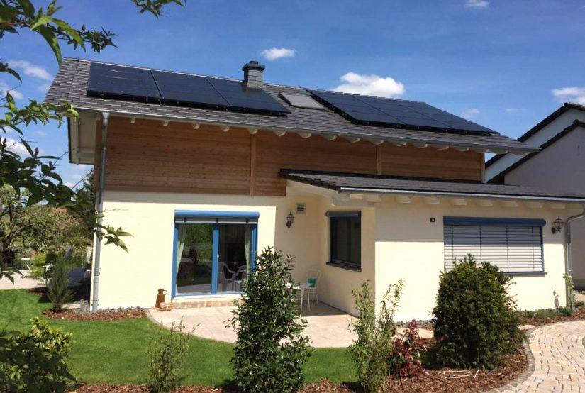 Plusenergiehaus Alzenau: Strom und Wärme vom eigenen Dach