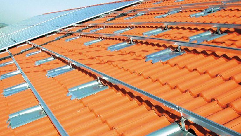 Sicherheitsplus durch Metalldachplatte – ein Artikel in photovoltaik